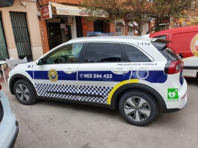 policia local de canals con vehiculos hibridos